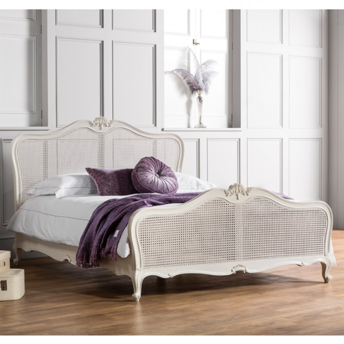 Chic Chalk 5' Bed With Cane